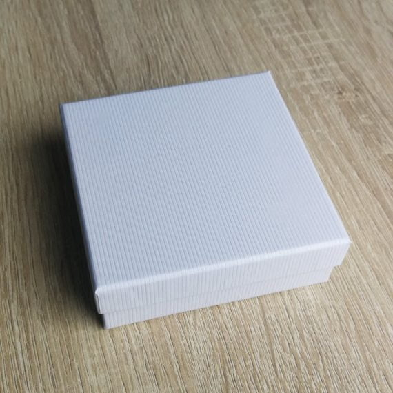 Biela krabička na šperky