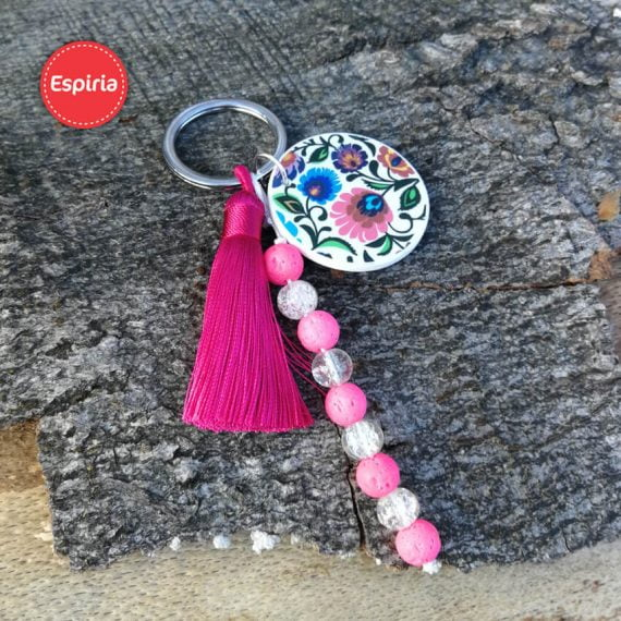 Prívesok na kľúče so strapcom a ružovou lávou a sklenenými korálkami